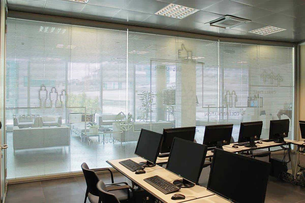 pareti vetrate personalizzate ufficio