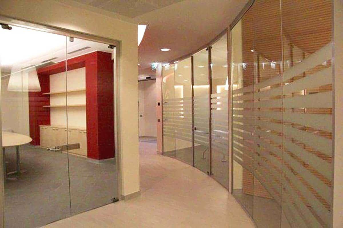 pareti mobili vetrate curve